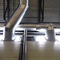 Вход воздуховодов в помещение склада
